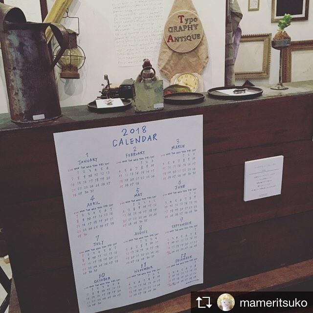 使いやすそうな2018年カレンダーです︎..Repost from @mameritsuko @TopRankRepost #TopRankRepost タイポと古道具展3日目です!連日たくさんのお客様にみていただき感激です!タイポグラフィーのみの年間カレンダー、今回の展示のために制作しました。特殊印刷で文字部分が浮き上がっています。見て触ってお楽しみいただけます。#mameritsuko #タイポと古道具 (Instagram)