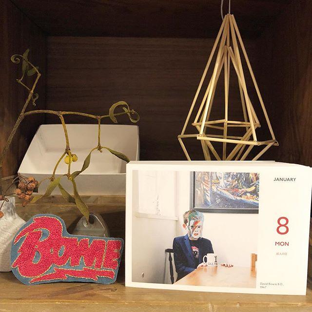 .今日1-8は、デビットボウイのB.D.今年も #ロックな刺繍 シリーズもよろしくどうぞ..#horieee #davidbowie #logo #birthday #ロックな刺繍 #rockembroidery (Instagram)