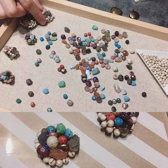 昨日は久しぶりのワークショップでした。石を選んでビジューなブローチを作りました。参加いただきありがとうございました〜(^。^)